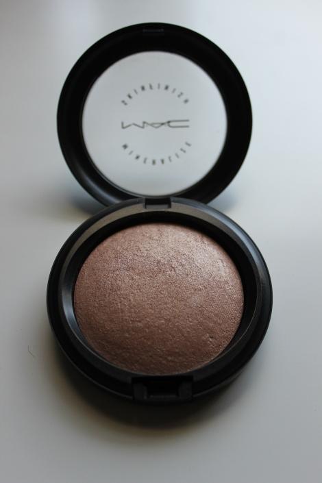 Mac mineralized skin finish soft & gental