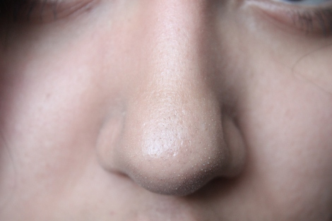 Notice the difference with the foundation on!!! Holy crap! The foundation minimized the appearance of my blackheads/pores. I did not apply concealer around  my nose area at all.